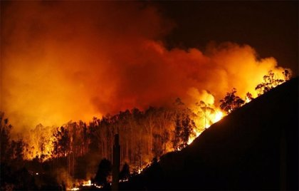Extinguido el incendio de A Capela (A Coruña) que afectó a Fragas do Eume