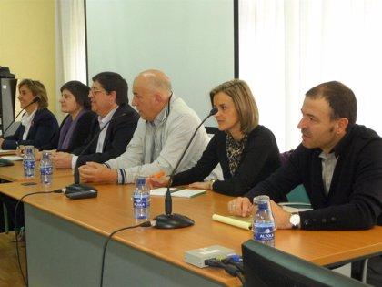 Varios parlamentarios visitan el Centro de Atención al Profesorado para conocer el trabajo de los asesores de formación