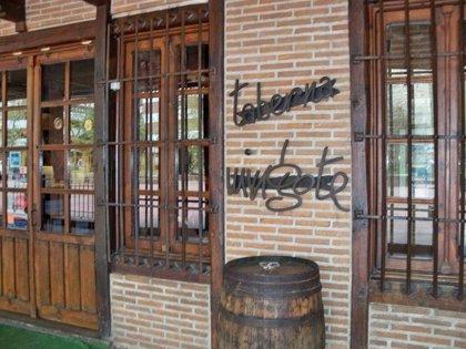 La taberna Mingote de Talavera rinde homenaje al humorista académico y dibujante