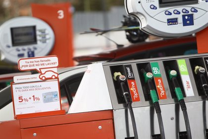 Economía.- (Ampl.) La gasolina marca un nuevo máximo histórico en plena operación salida de Semana Santa