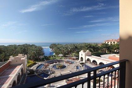 Lopesán instala una 'tablet gigante' en su hotel de Costa Meloneras con información turística actualizada