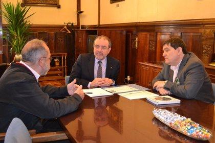 El presidente de la Diputación de Lleida se reúne con la entidad de inserción sociolaboral Troballes