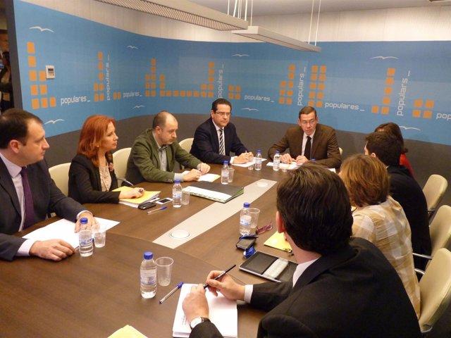Reunión De Clemente Con Ponentes De Congreso