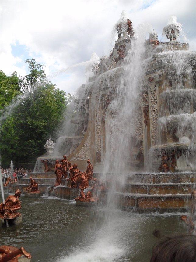 Una De Las Fuentes Monumentales Del Real Sitio
