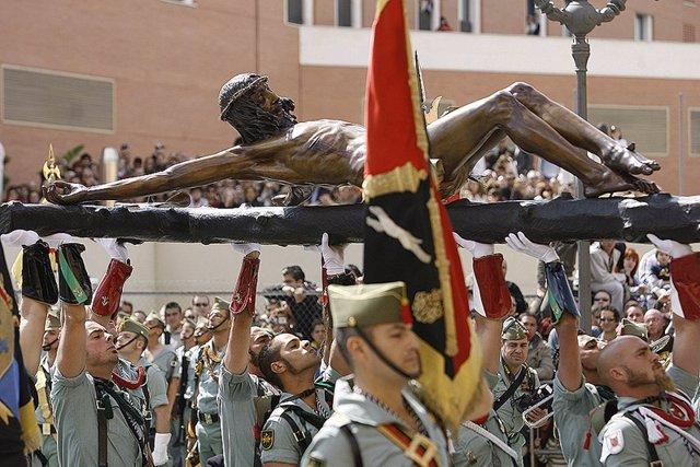 Caballeros Legionarios Trasladan Al Cristo De La Buena Muerte
