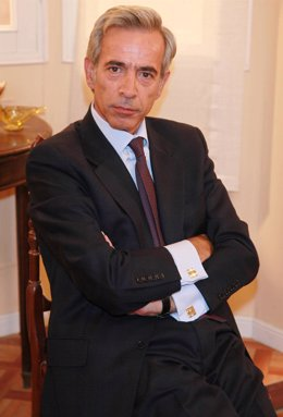 El Actor Inmanol Arias Caracterizado Como Antonio De 'Cuéntame'
