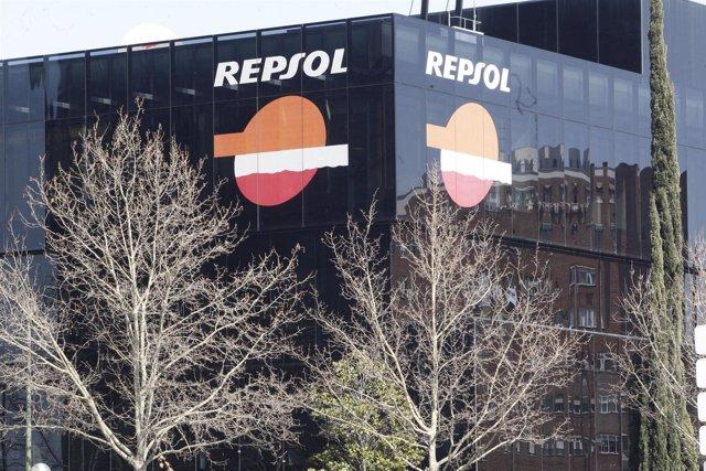 Edificio De Repsol YPF En Madrid