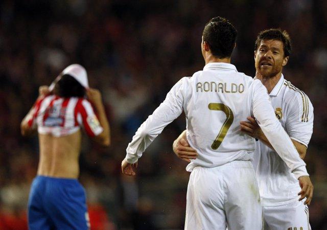 Cristiano Ronaldo Se Abraza Con Xabi Alonso