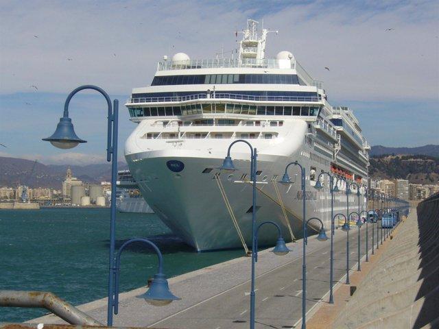 Buque De Crucero De Norwegian En Málaga