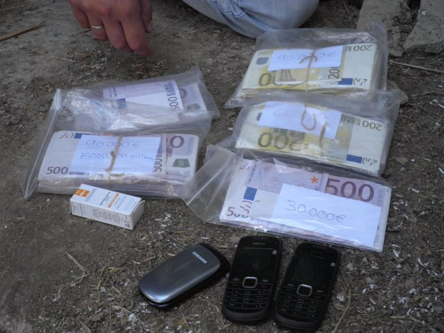 Dinero Y Material Incautado En La Operación Flotador
