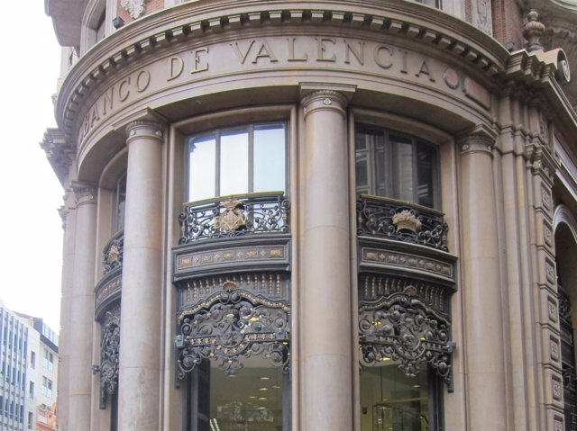 Fachada Principal De La Sede Del Banco De Valencia.