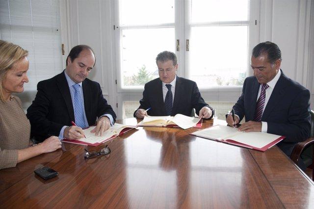 Firma Convenio Industria-Cámaras
