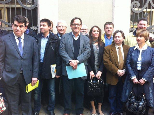 Josep Maria Vila D'abadal, Junto A Sus Compañeros De Candidatura Para Liderar UD