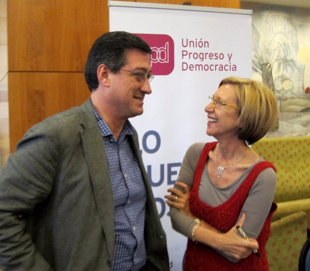 Los Diputados De Upyd Ignacio Prendes Y Rosa Díez Hoy En Sevilla