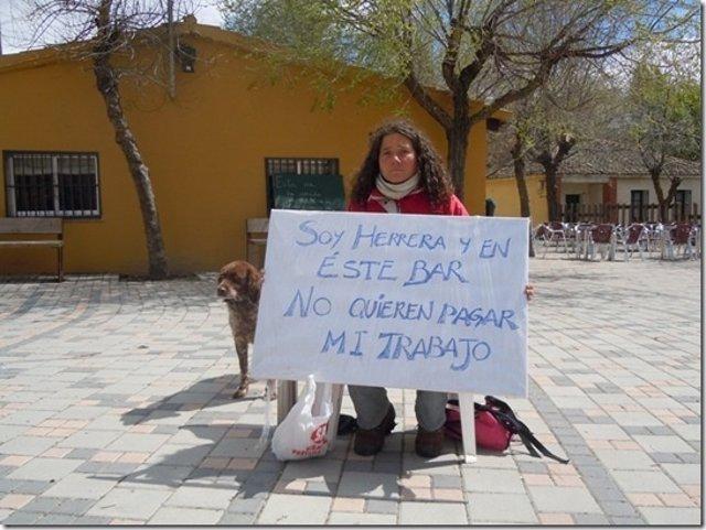 La Herrera Amanda Brunete Hace Una Sentada En Basardilla (Segovia)