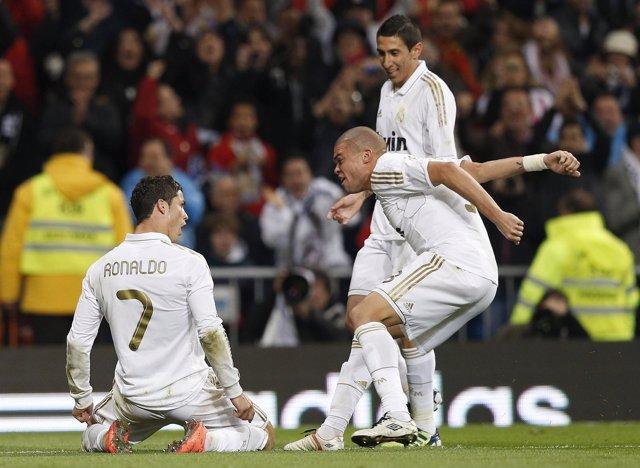 El Real Madrid Celebra El Segundo Gol Ante El Sporting