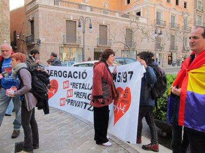 Baleares.- Más de medio centenar de personas salen a la calle en Palma en contra de la privatización de la sanidad