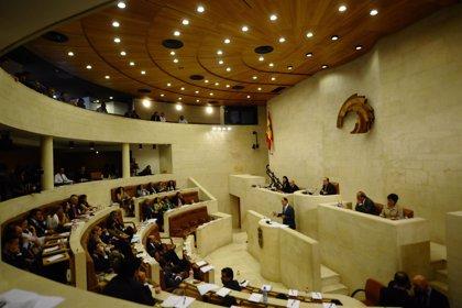 Cantabria.- El Pleno debate este lunes sobre deuda estatal, Valdecilla y participaciones preferentes