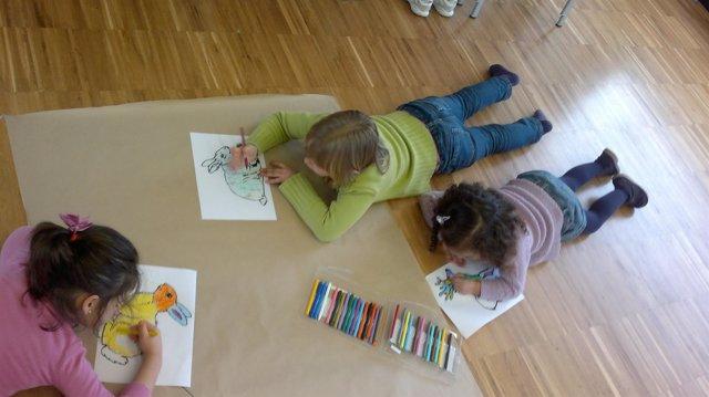 Niños Pintando En Uno De Los Talleres De Mortera