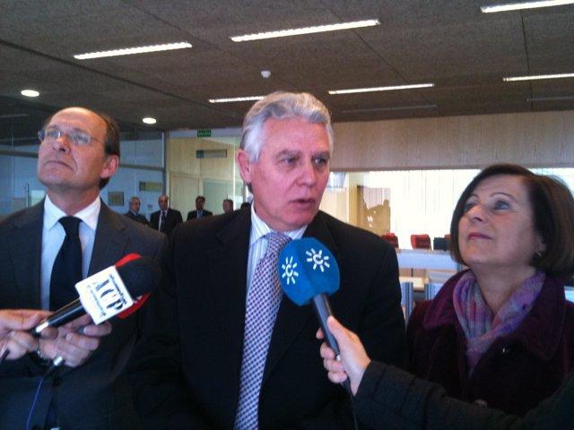 Consejeros De Medio Ambiente Y Gobernación Y Justicia En Granada