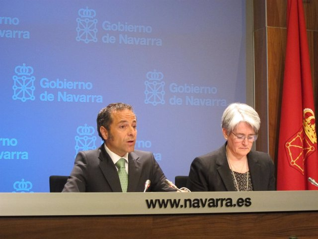 Los Consejeros Juan Luis Sánchez De Muniáin Y Lourdes Goicoechea.