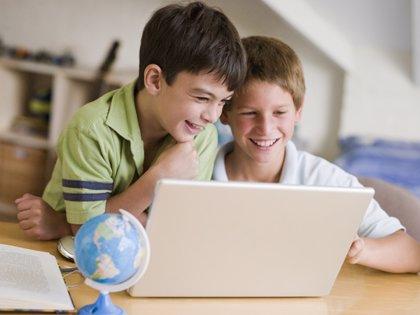 Padres de alumnos pagan nuevas tecnologías para compensar los recortes en Educación