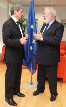 Arias Cañete Con El Comisario Dacian Ciolos