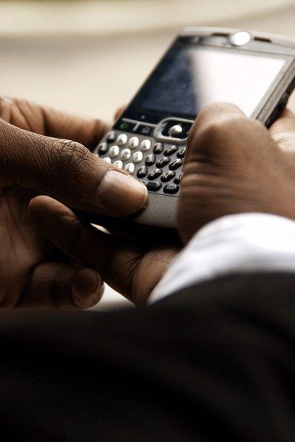 200.000 familias ya reciben por SMS o e-mail las faltas de asistencia y las notas de sus hijos