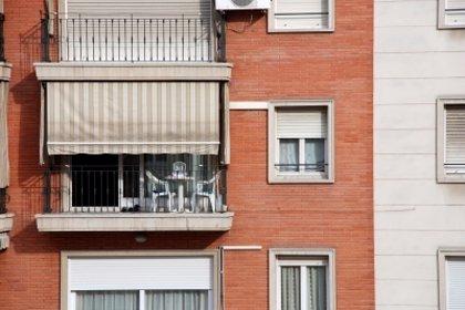Una familia española necesita el sueldo anual de todos sus miembros para comprar 10 metros cuadrados