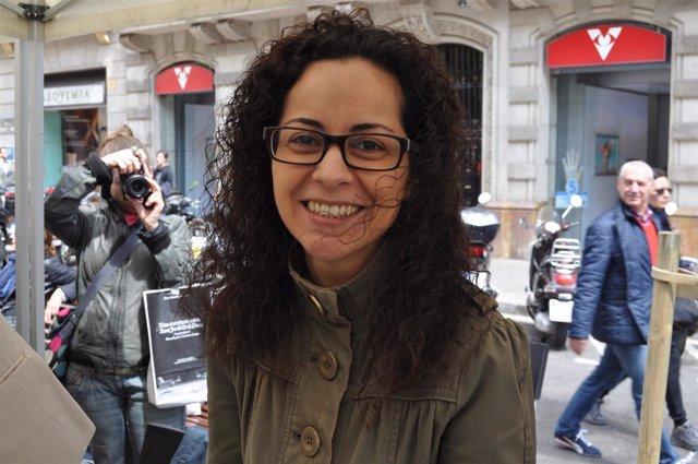 La Escritora Y Periodista Ana Basanta En La Firma De Sant Jordi