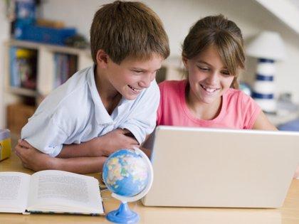 Expertos recomiendan que los adultos cogestionen los perfiles de los menores en redes sociales