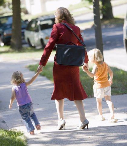Los niños adoptados dejan de tener preferencia en las escuelas infantiles