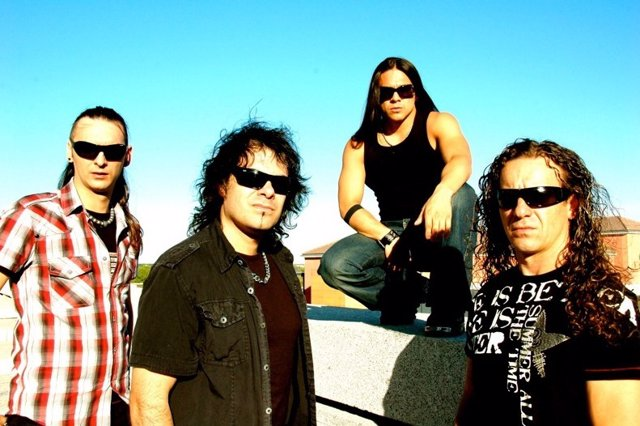 El Grupo De Rock Saratoga En Una Foto Promocional