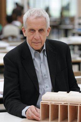 El Arquitecto Kenneth Frampton.
