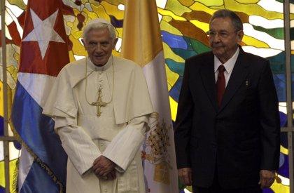 """Cuba.- El Papa envía una carta a Castro en la que desea que Cuba avance por el camino de la """"libertad"""" y la """"concordia"""""""