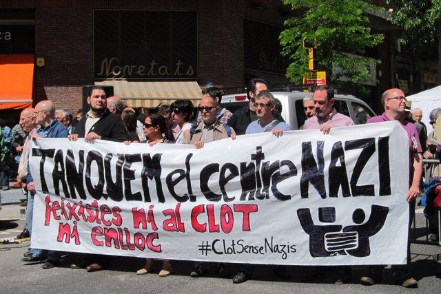Manifestación Para Pedir El Cierre Del Centro Nazi En El Clot, Barcelona