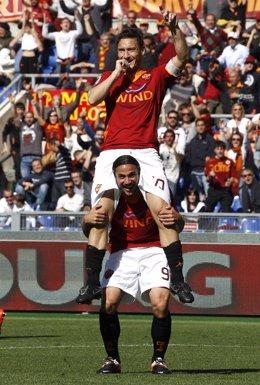 Totti Celebra Su Doblete El Día Que Cumplió 500 Partidos Con La Roma