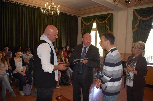 El Alcalde De Fraga, Santiago Escándil,  Con Estudiantes Franceses Y Fragatinos