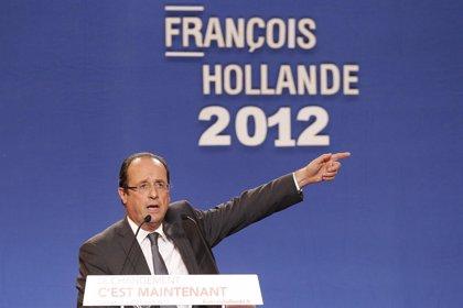 """Hollande desea tener una relación """"coherente"""" con América Latina pero no fijará aún una postura con Venezuela"""