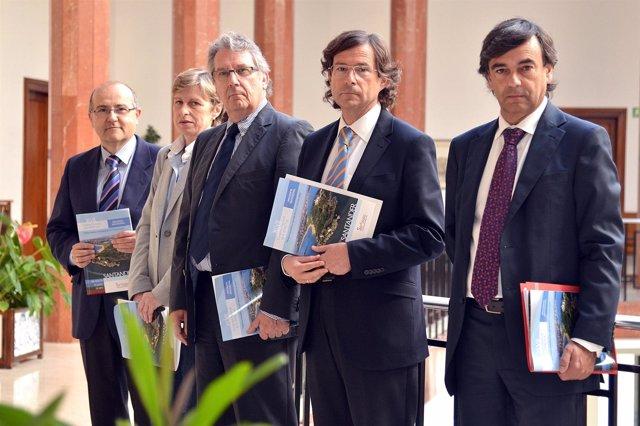 Participantes En La Presentación Del Congreso
