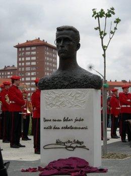 Busto Del Escritor Vasco Lauaxeta.