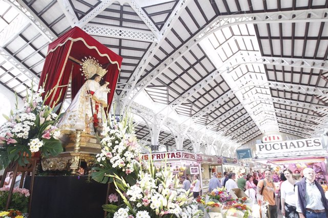 Virgen De Los Desamparados En El Mercado Central