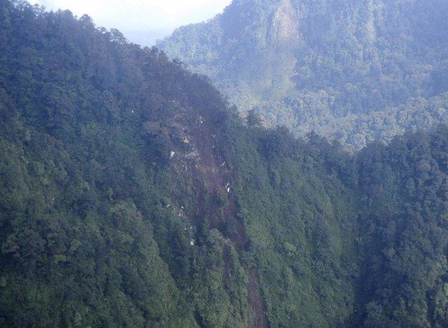 Sukhoi Superjet, Avión Desaparecido En Indonesia, Yakarta