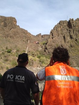 Helicóptero Y Técnico Del GES Junto A Un Agente Del CGPC En La Zona
