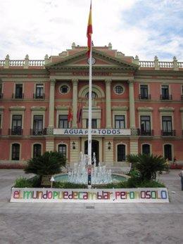 Una Pancarta Del Movimiento 15-M En La Glorieta De Murcia