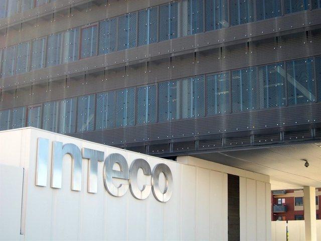 Fachada Del Instituto Nacional De Tecnologías De La Comunicación, En León.