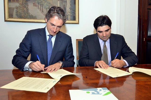 El Alcalde Y El Presidente De La Fundación Cantabria Metal Firman El Convenio