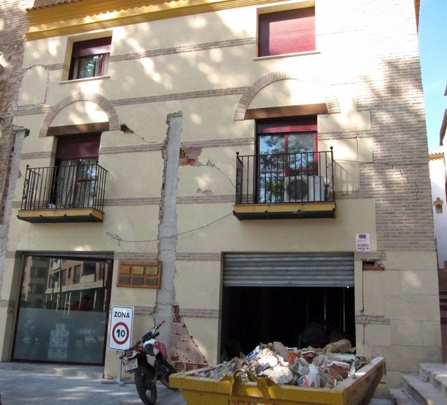 Edificio Afectado Por El Seísmo De Lorca