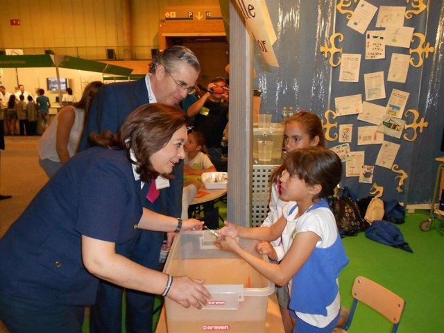 La Consejera De Educación, Mar Moreno, Visita La Feria De La Ciencia