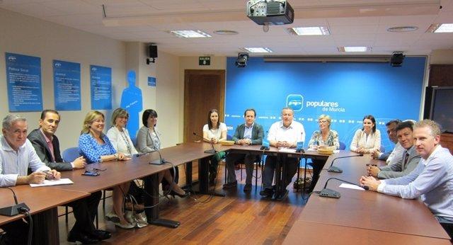 Miembros Del Comité Organizador Con Los Miembros Propuestos Para La Mesa